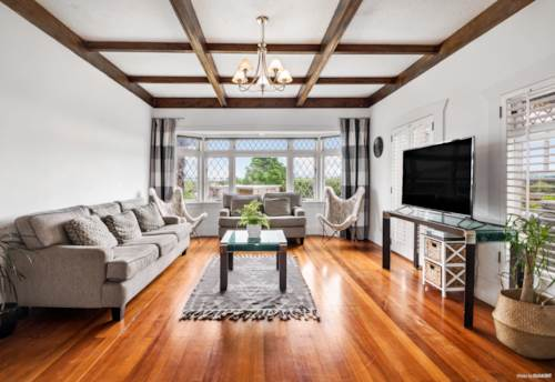 Tuakau, Spacious Character- Filled Home, Property ID: 798460 | Barfoot & Thompson