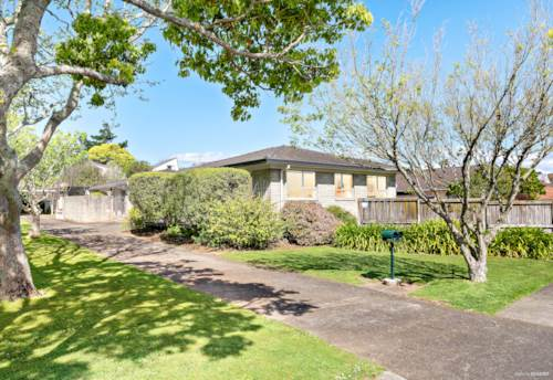 Half Moon Bay, Perfect First Home Purchase, Property ID: 799589 | Barfoot & Thompson