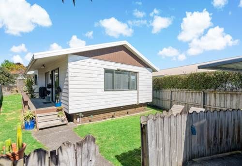 Papakura, GREAT STARTER OR RENTAL INVESTMENT, Property ID: 798557 | Barfoot & Thompson