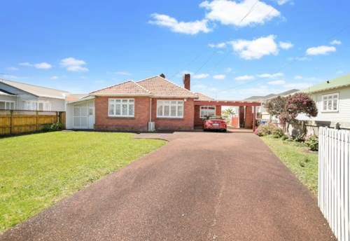 Mt Roskill, LOVED FOR 30 YEARS, Property ID: 799621 | Barfoot & Thompson