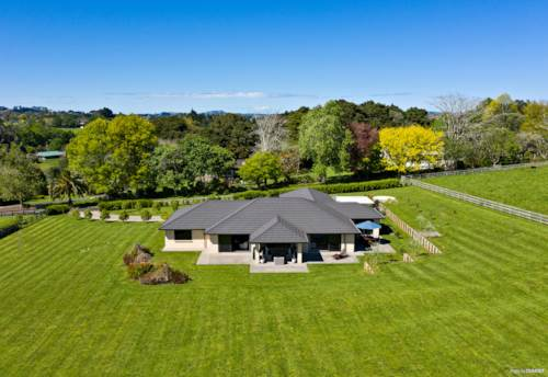 Pukekohe East, Expansive family home in a private rural location, Property ID: 799451 | Barfoot & Thompson