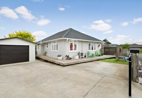 Waiuku, Well Located First Home!, Property ID: 800070 | Barfoot & Thompson