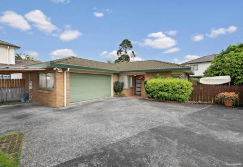Pakuranga, Excellent first home on peaceful rear site, Property ID: 799692 | Barfoot & Thompson