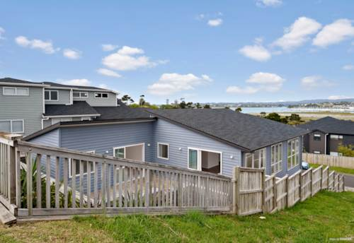 "Hobsonville, ""Sea"" The Sunrise from your living room!, Property ID: 797890 