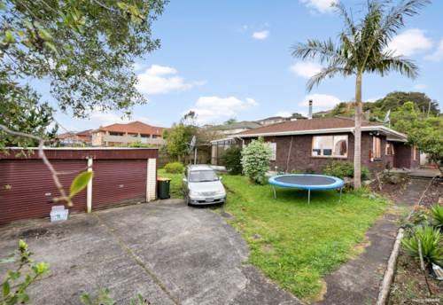 Papakura, DO-UP Brick & Tile Home on Large 836m2, Property ID: 800112 | Barfoot & Thompson