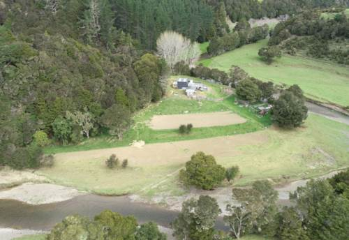 Kawakawa, Kawakawa 21.56ha Grazing & Lifestyle Farmlet, Property ID: 800199 | Barfoot & Thompson