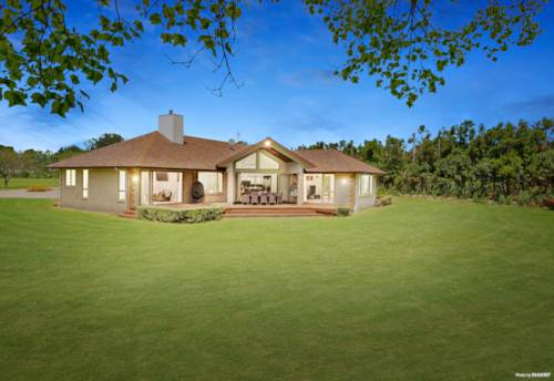 Mauku, 1.3 HECTARE PARK-LIKE ESTATE, Property ID: 800191 | Barfoot & Thompson