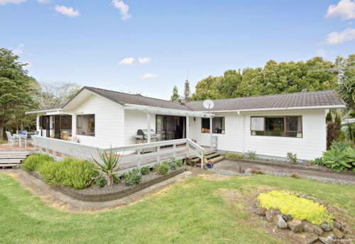 Kerikeri, FIVE BED FAMILY HOME IN OUTSTANDING LOCATION, Property ID: 799966 | Barfoot & Thompson