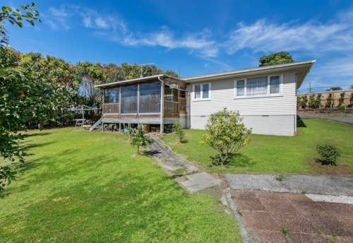 Manurewa, BIG LAND ON 1,242 m² - SUBDIVISION POTENTIAL !, Property ID: 800286   Barfoot & Thompson