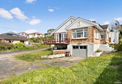 Mt Roskill, Family Home on full site 840m² (THAZ), Property ID: 800315 | Barfoot & Thompson