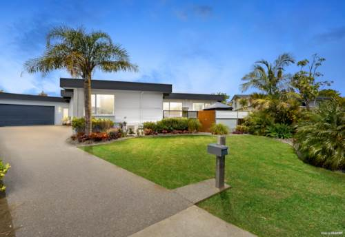 Botany Downs, Freehold Property on 938m², Property ID: 800140 | Barfoot & Thompson