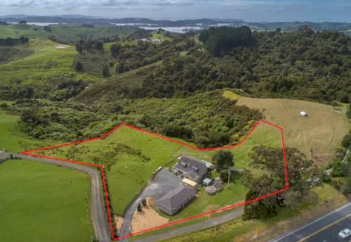 Warkworth, A LIFESTYLE HOME AND INCOME WITH A VIEW!, Property ID: 800552 | Barfoot & Thompson