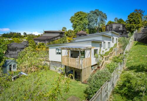 Stanmore Bay, FIVE BED BEAUTY, Property ID: 800099 | Barfoot & Thompson