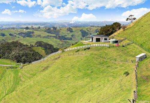 Awhitu, Views to the Lakes and the Ocean, Property ID: 800267 | Barfoot & Thompson