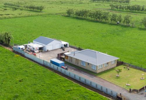 Helensville, Big House! Big Shed! No Neighbours!, Property ID: 800376 | Barfoot & Thompson
