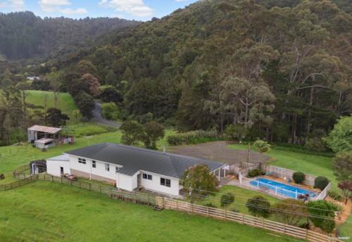 Kaukapakapa, 6 bedrooms & 6 Hectares!, Property ID: 799186 | Barfoot & Thompson