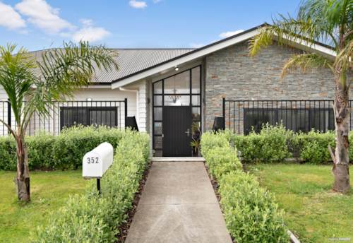 Pukekohe, Triple car garaging - Super spacious immaculate home, Property ID: 801483 | Barfoot & Thompson