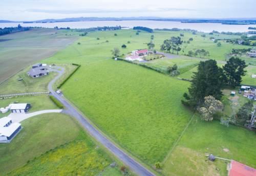 Te Kauwhata, Lush land and Lake Views, Property ID: 801430 | Barfoot & Thompson