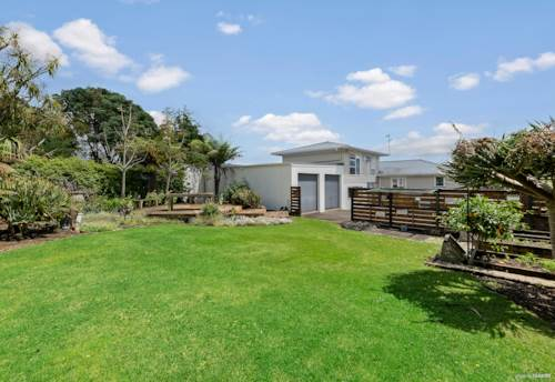 Pukekohe, SOLID 1960's FAMILY HOME ON 1012 m² SECTION, Property ID: 801618 | Barfoot & Thompson