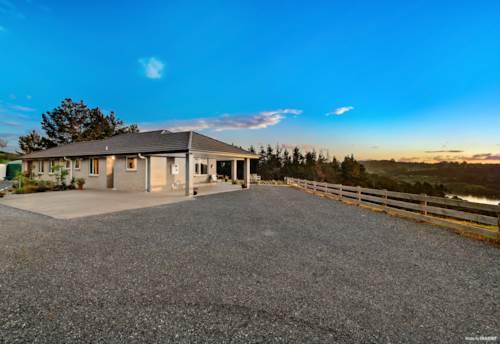 Tuakau, ELEVATED FAMILY HOME ON 4.8 ACRES, Property ID: 800093   Barfoot & Thompson