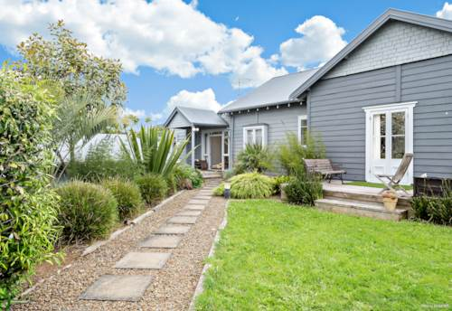 Te Kauwhata, CHARACTER HOME WITH SERIOUS INCOME, Property ID: 801786 | Barfoot & Thompson