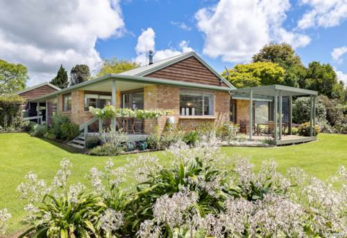 Kerikeri, BEAUTIFUL HOME WITH RESOURCE CONSENT TO SUBDIVIDE, Property ID: 802133 | Barfoot & Thompson