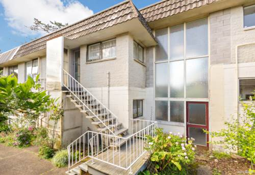 New Lynn, Recently Renovated & Affordable, Property ID: 802294 | Barfoot & Thompson
