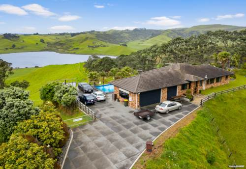 Waiuku, THE BEST OF NZ LIVING IN STYLE, Property ID: 802429 | Barfoot & Thompson