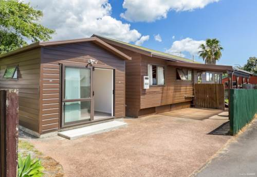 Stanmore Bay, 3 Bedroom + Rentable Sleep Out, Prime Location, Property ID: 802362 | Barfoot & Thompson