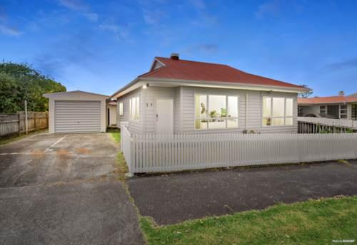 Blockhouse Bay, Sweet Home, plus Granny Flat, Property ID: 802424 | Barfoot & Thompson