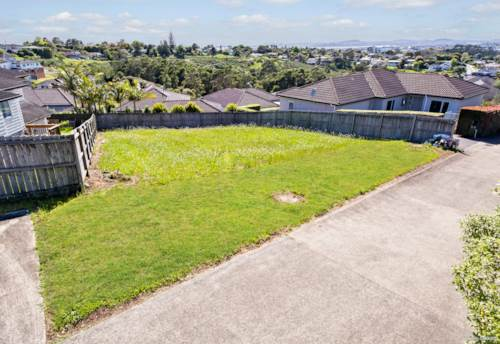 Massey, 451m2 SECTION WITH VIEWS, Property ID: 802455 | Barfoot & Thompson