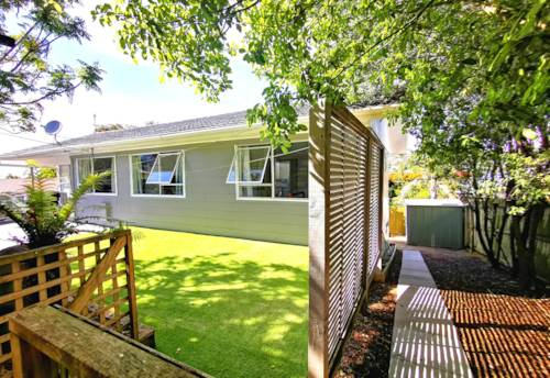 Massey, Very affordable 5 bedrooms house on freehold title, Property ID: 802576 | Barfoot & Thompson