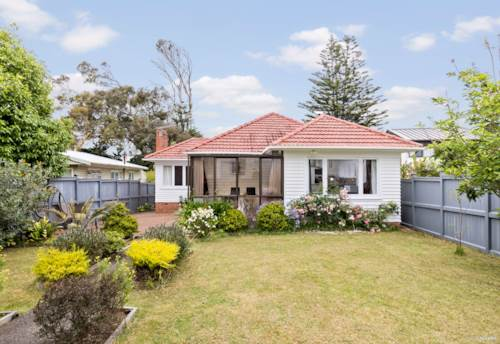 Mt Wellington, Private, Secure and Picture Perfect, Property ID: 802727   Barfoot & Thompson