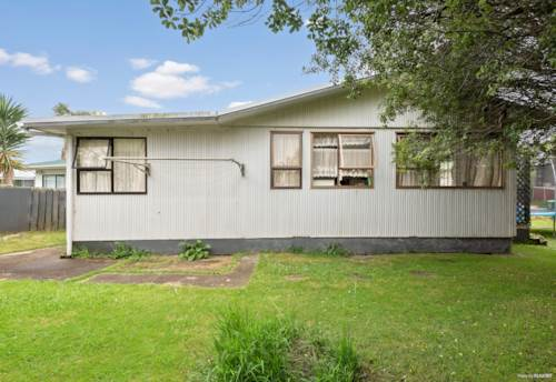 Te Atatu South, FIRST HOME OR DO-UP OPPORTUNITY, Property ID: 802222 | Barfoot & Thompson