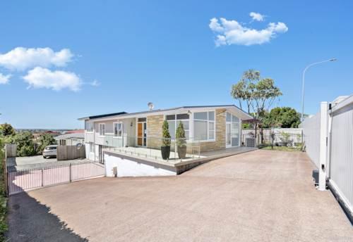 Te Atatu South, Large Home & Income In Te Atatu, Property ID: 802875 | Barfoot & Thompson