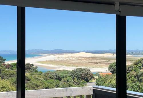 Mangawhai Heads, ARCHITECTURAL BACH WITH COASTAL VIEWS, Property ID: 803291 | Barfoot & Thompson