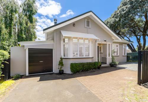 Mangere Bridge, SPACIOUS CHARACTER BUNGALOW, Property ID: 802652 | Barfoot & Thompson