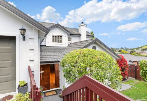 Pukekohe, GREAT AMBIENCE & DELIGHTFUL FAMILY LIVING, Property ID: 803310 | Barfoot & Thompson