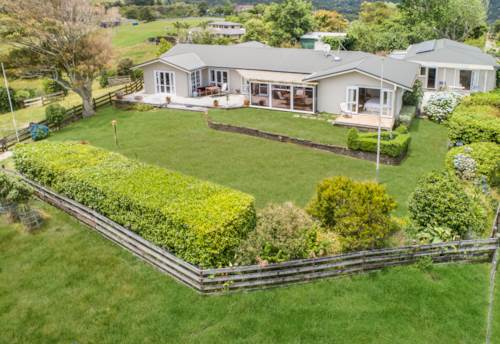 Clevedon, Views Plus Extended living on 2.4 acres, Property ID: 803304   Barfoot & Thompson