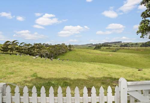Waiuku, You've Arrived..., Property ID: 803161 | Barfoot & Thompson