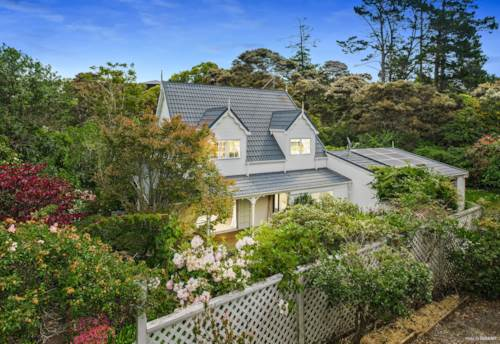 Greenhithe, Picture Perfect Family Home on 1552 m2  Section, Property ID: 803662 | Barfoot & Thompson