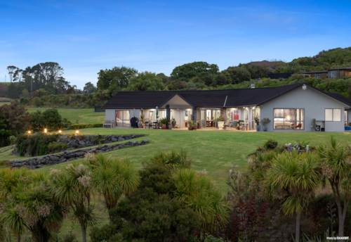 Mangawhai, THE PERFECT SPACE TO BREATHE, LIVE, RELAX & ENTERTAIN., Property ID: 803483 | Barfoot & Thompson