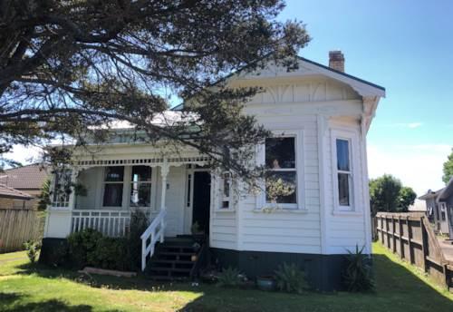Pukekohe, Charming Villa on Seddon , Property ID: 46002985   Barfoot & Thompson