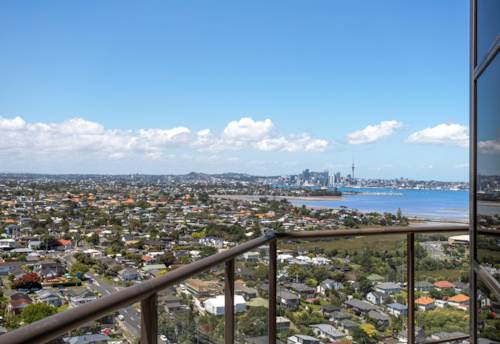 Takapuna, Rangitoto Views Penthouse - Spencer on Byron, Property ID: 803792 | Barfoot & Thompson