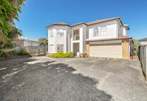 Pakuranga, Stunning Family Home Offers an Idyllic Lifestyle, Property ID: 804675 | Barfoot & Thompson