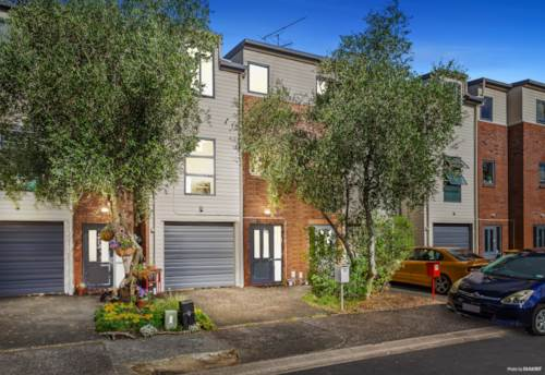 Glen Eden, Freehold Townhouse - No Body Corp!, Property ID: 804081 | Barfoot & Thompson