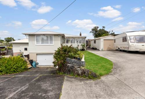 Te Atatu Peninsula, HOME AND INCOME ON THE PENINSULA!, Property ID: 804603 | Barfoot & Thompson