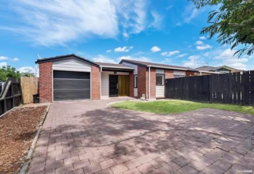 Te Atatu South, Brick & Tile Beauty, Property ID: 804623 | Barfoot & Thompson