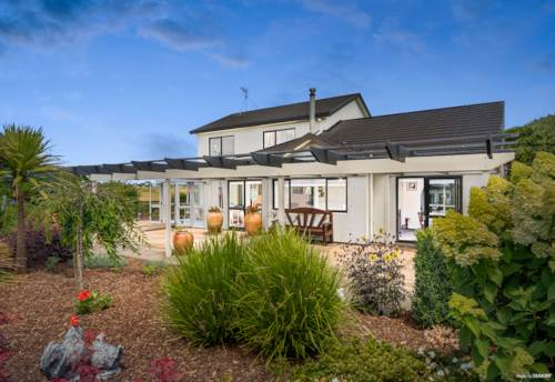 Karaka, RELAXED COUNTRY LIVING ON 11 ACRES, Property ID: 803523 | Barfoot & Thompson