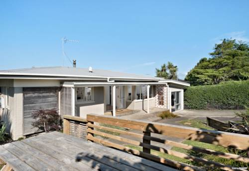 Waiuku, North-facing Victoria Ave Delight, Property ID: 804922 | Barfoot & Thompson